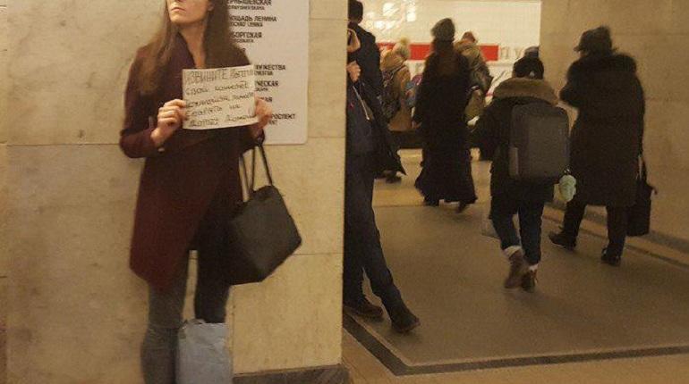 Метро Петербурга игнорирует запрет на попрошаек