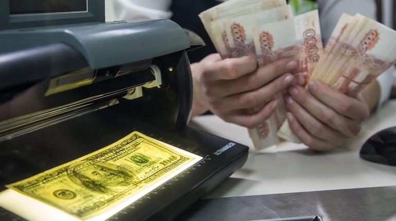 В турагенствах столпились люди, испугавшиеся «валютного скачка»