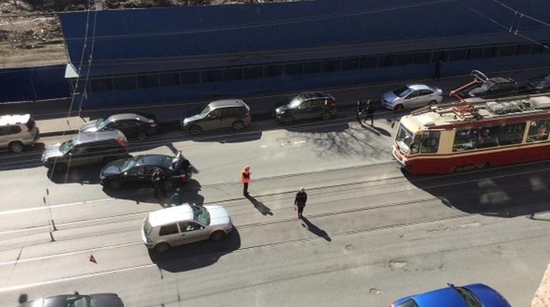На Добролюбова встали трамваи