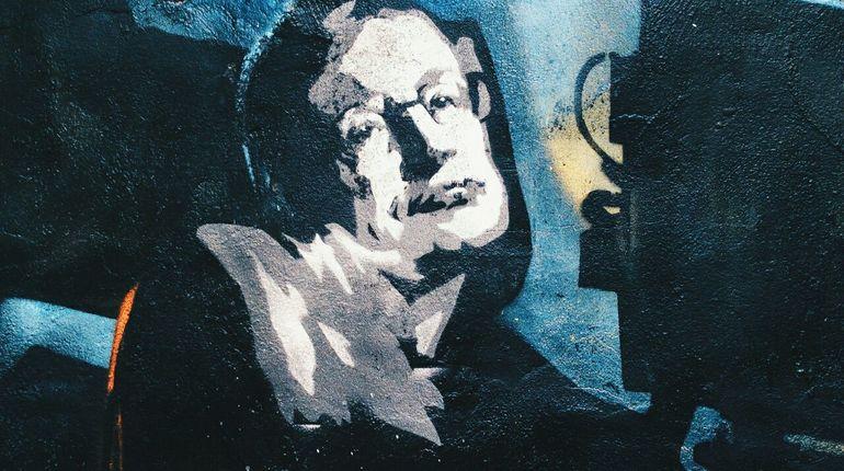 Творческая арт-группа поздравила петербуржцев сДнем космонавтики изображением Стивена Хокинга