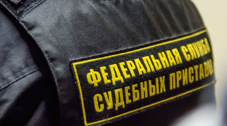 В Петербурге приставы помогли двум уборщицам получить зарплату