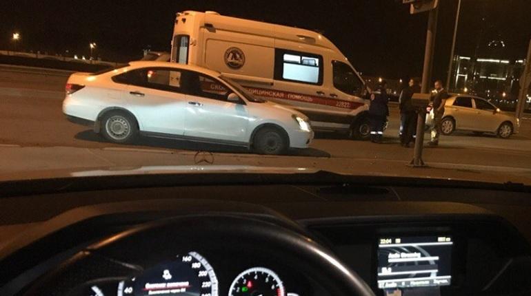 На Арсенальной набережной в ДТП скорой оторвали бампер