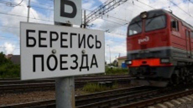 Под Москвой электричка столкнулась с BМW