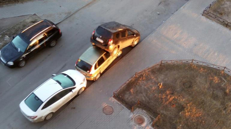 Неадекват с парковки в Мурино ездил без прав и задержан
