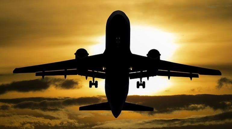 Самолет прилетел изПетербурга вМоскву сразрушенным фюзеляжем