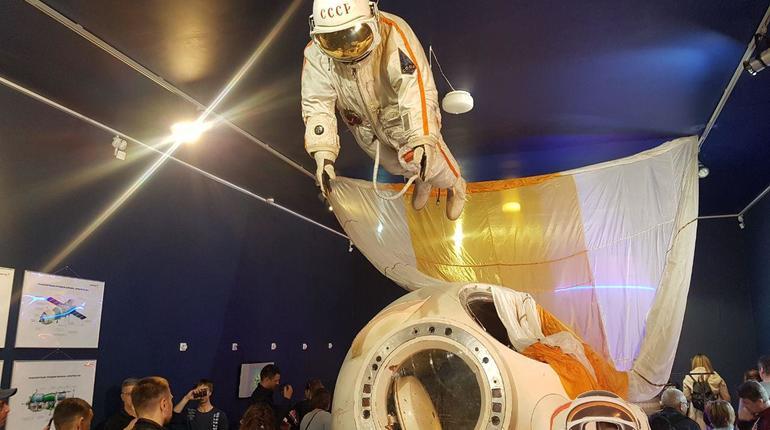 Петербуржцам устроили космический праздник