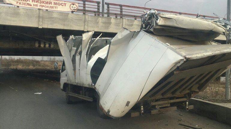 146-я посчету машина несмогла проехать под «Мостом глупости»