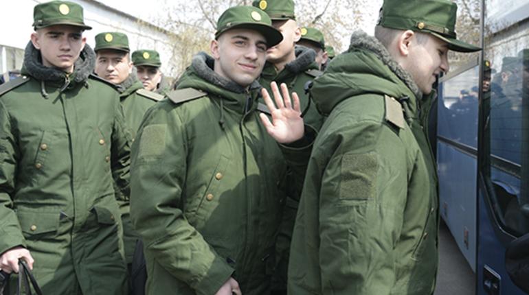 В Петербурге отправили служить первую партию новобранцев