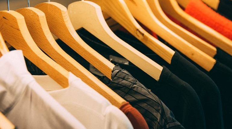 ВПетербурге приставы арестовали дамскую одежду из-за долга в2 млн руб.