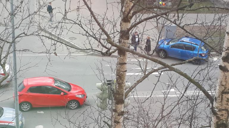 Из-за красно-синих на Лени Голикова начинают «толпиться» автомобили