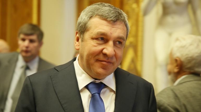 Игорь Албин сажал деревья у«Новокрестовской»