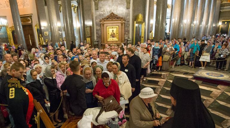 22 апреля Русская Православная Церковь и все верующие отметят в Северной столице женский день, он будет посвящен памяти святых жен-мироносиц.