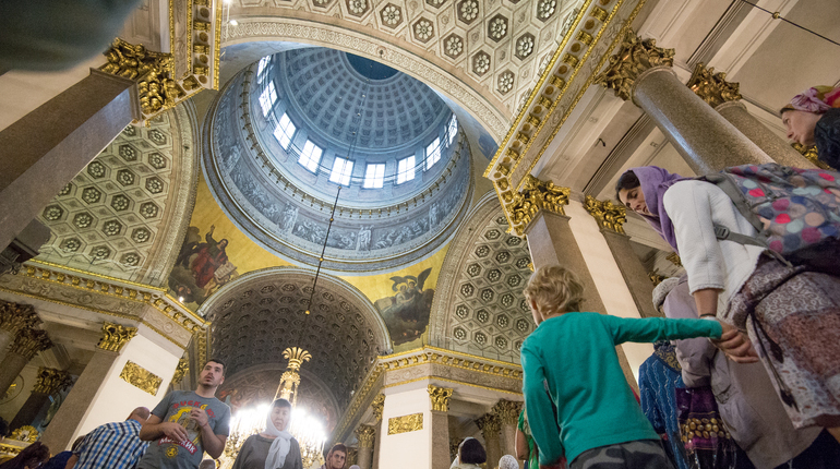 Сегодня, 22 апреля Русская Православная церковь отмечает день памяти святых жен-мироносиц. Эти женщины были свидетельницами крестных страданий Христа, а в ночь его воскресения отправились к его гробу.