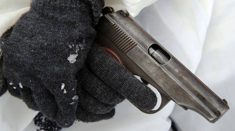 На Пискаревском проспекте поймали петербуржца с пистолетом
