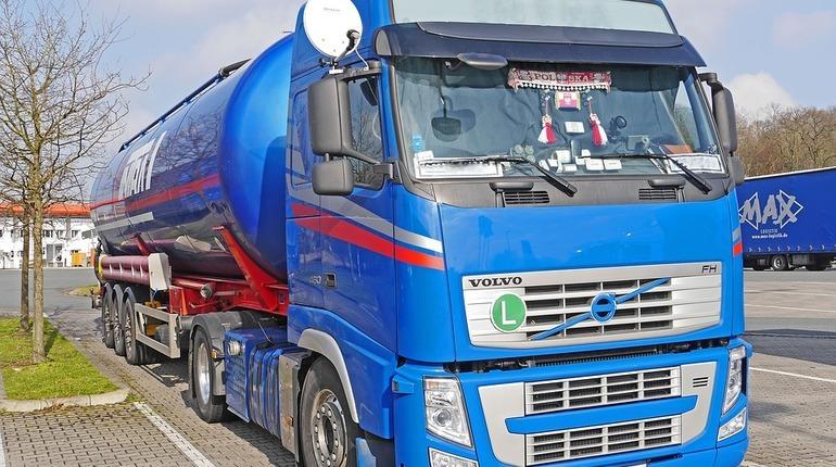 Петербург ограничат для грузовиков на время ЧМ-2018