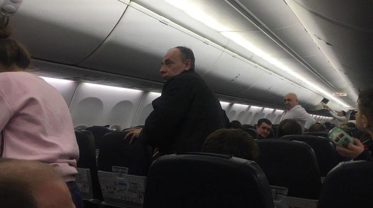Петербург: Из-за курившего пассажира экстренно сел самолет рейса Ростова-на-Дону