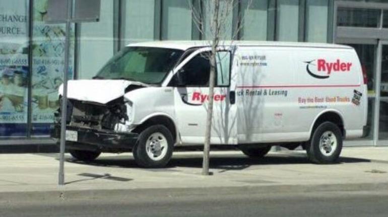 Девять человек погибли при наезде микроавтобуса в Торонто