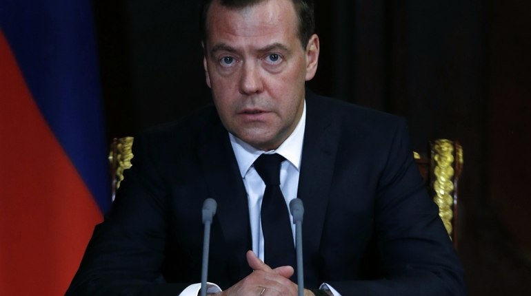 Медведев обсудил сКарапетяном ситуацию вАрмении