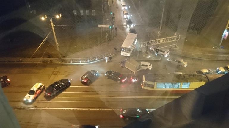 В Кудрово двойное ДТП собрало огромную пробку