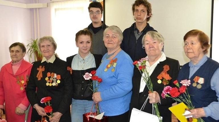 Петербуржцы собирают сладкие подарки для одиноких ветеранов