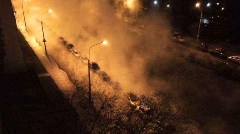 Кипяток залил автомобили на улице Турку