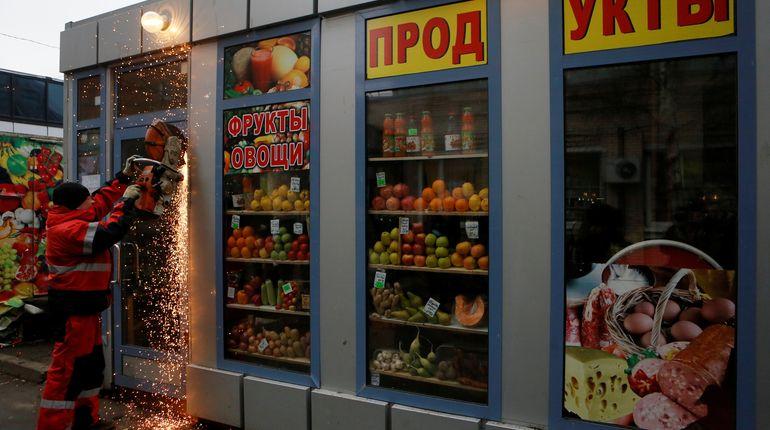 Ларьки и торговые павильоны в Петербурге «отодвинут» от зданий метро