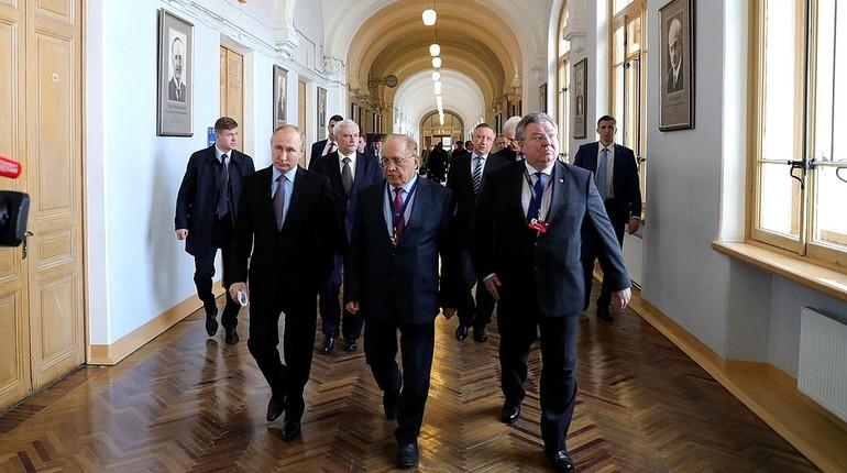 Путин: расходы на высшее образование в РФ реально выросли в четыре раза