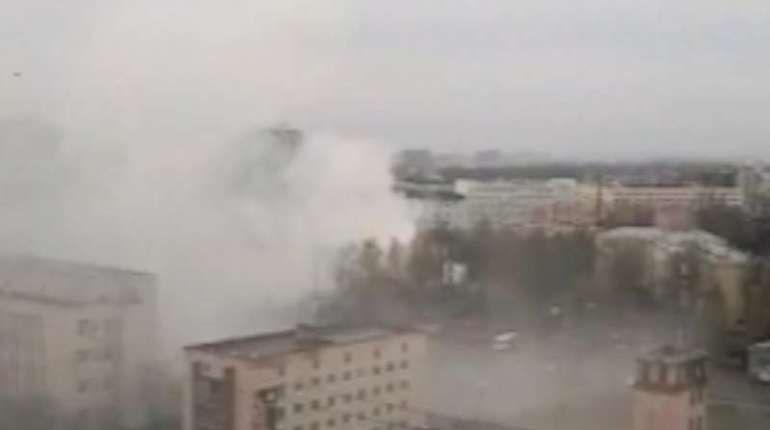 Очевидцы: на севере Петербурга полыхает склад