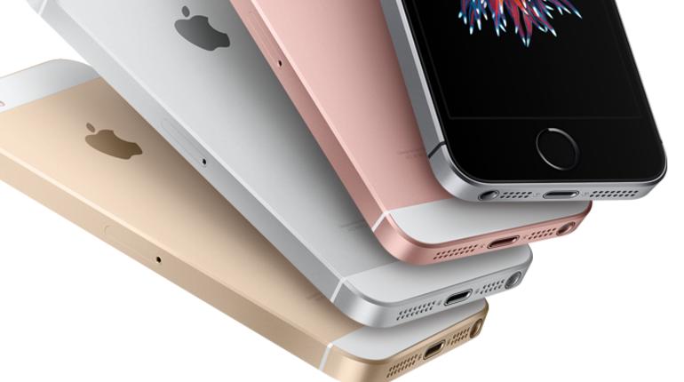 Эксперты назвали самые продаваемые в России смартфоны. Рейтинг возглавил Apple iPhone SE.