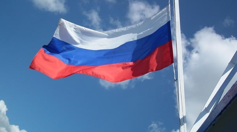 Жители Америки сняли флаг Российской Федерации срезиденции генконсула вСиэтле