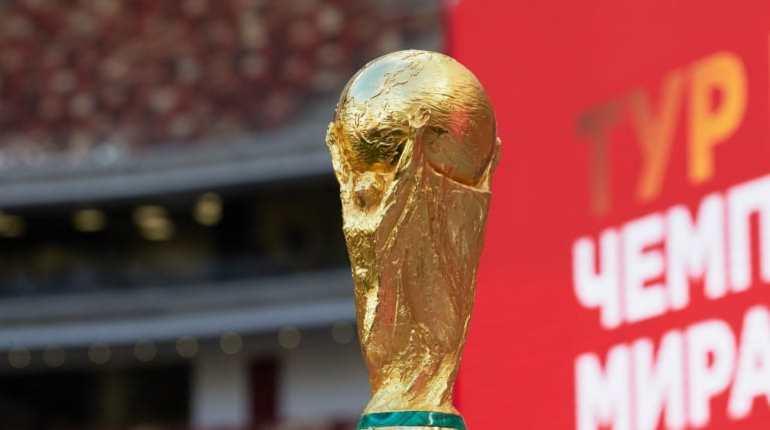 Кубок чемпионата мира пофутболу прибыл в РФ