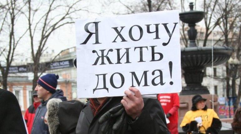 Первомайское шествие вПетербурге: невзирая напогоду, активисты начали движение поНевскому
