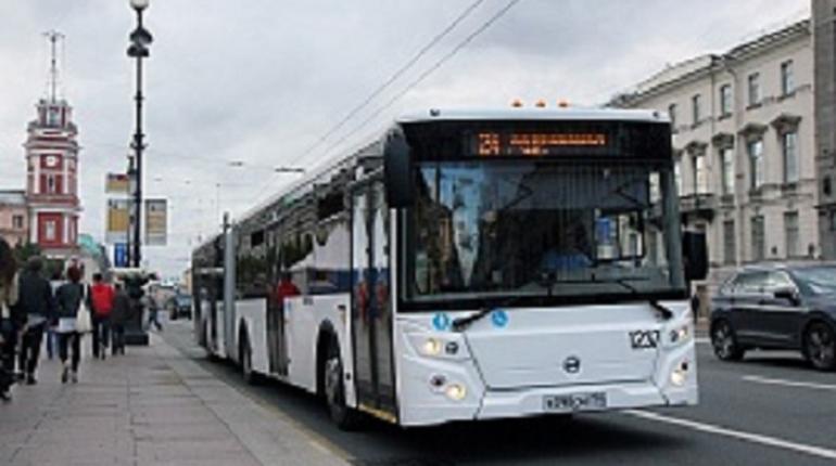 «Пассажитравтотранс» продлил тестирование удлиненного автобуса в Петербурге