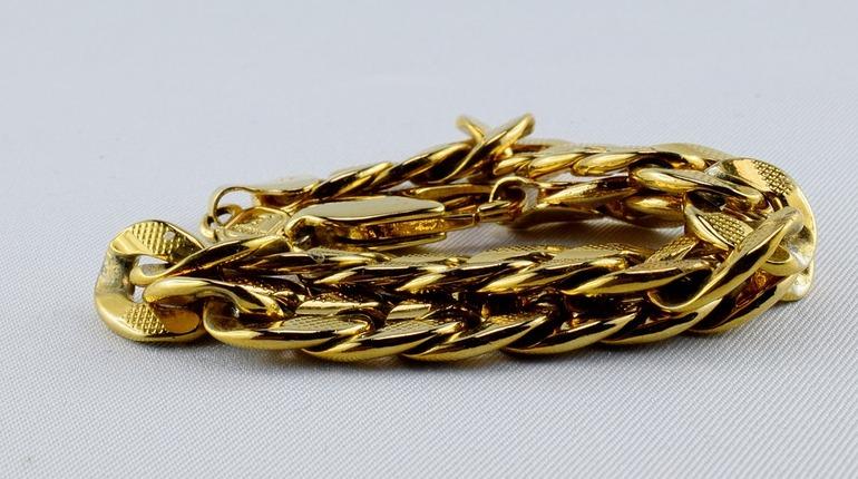 Петербуржцу так понравились золотые браслеты, что он решил за них не платить