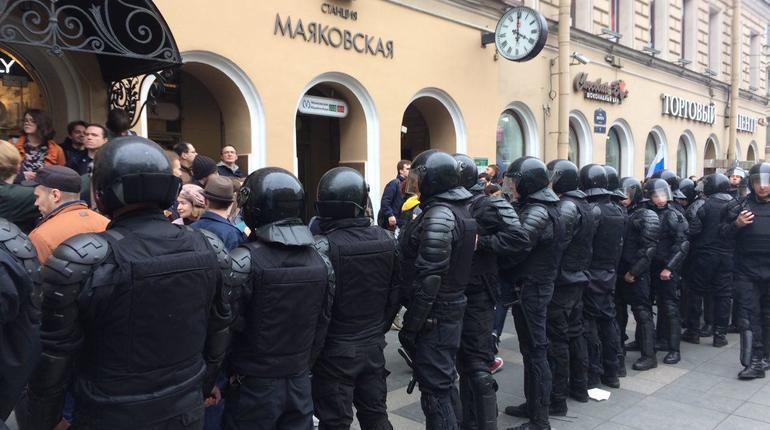 «Маяковскую» закрыли из-за навальнят