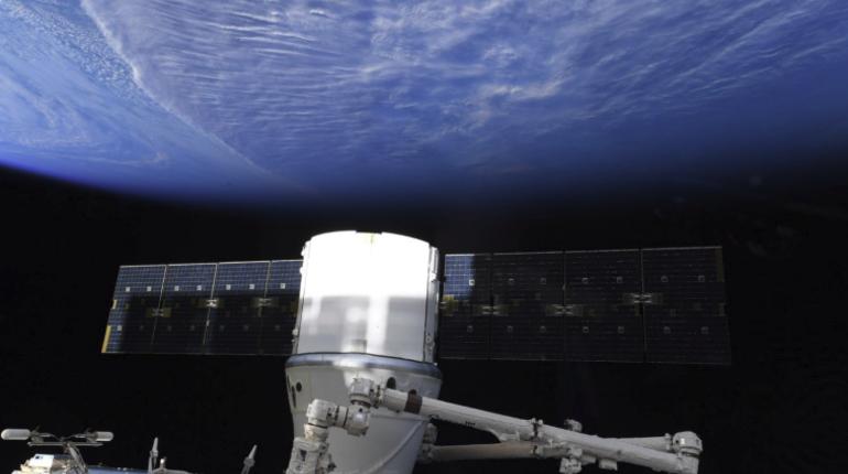 SpaceX: космический грузовой автомобиль Dragon благополучно приводнился вТихом океане