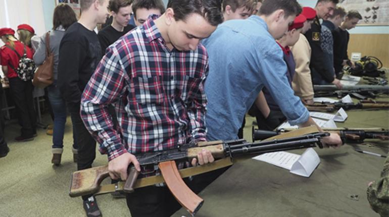 Петербургских школьников познакомили с армией в Ленобласти