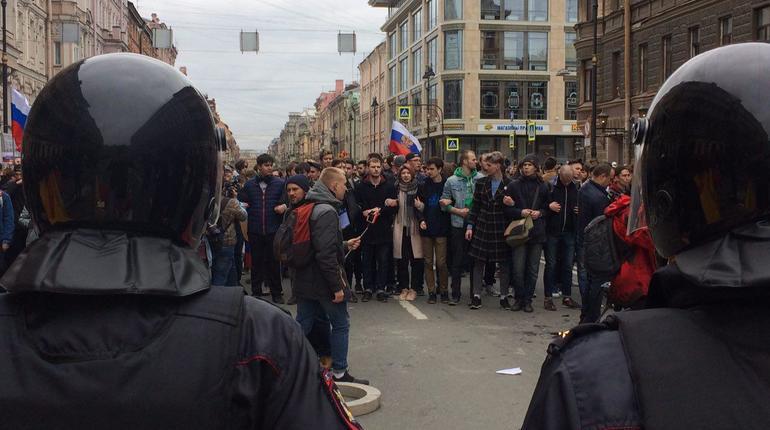 Суд арестовал 39 участников незаконной акции вПетербурге 5мая