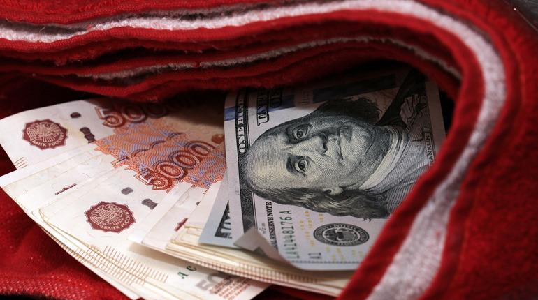 В Петербурге кассир рассчитался с грабителем поддельными купюрами