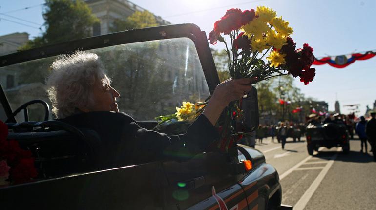 Полтавченко иМакаров поздравили петербуржцев сДнем Победы