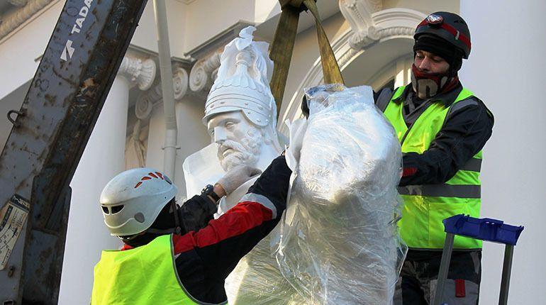 Скульптуры воинов вернулись на фасады Аничкова дворца