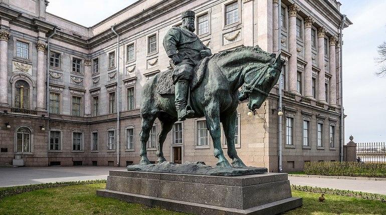 Милонов возвращает памятник Александру III к Площади Восстания