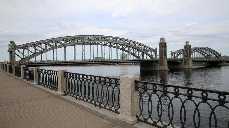 НаБольшеохтинском мосту вПетербурге стартуют ремонтные работы: движение ограничат