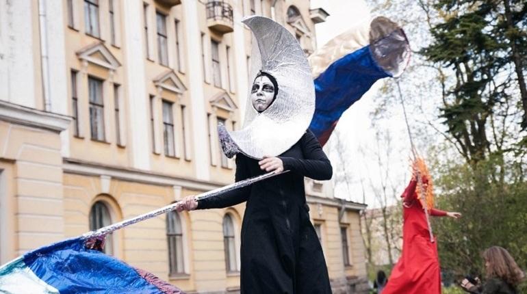 Ночь музеев в Петербурге: Некрасов-грешник и безумное чаепитие
