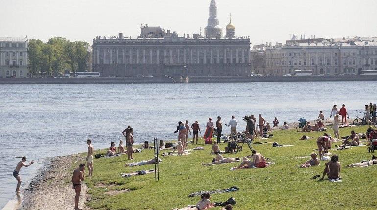 Милонов в жару грозит штрафами обнаженным петербуржцам