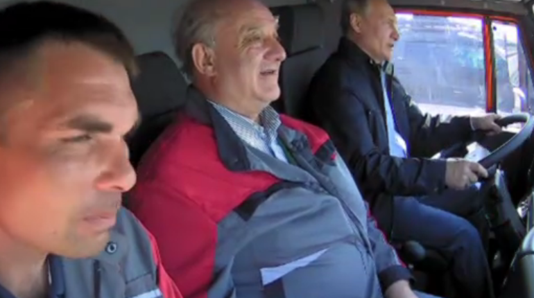 ВФСО поведали , покакой причине Путин непристегнулся вавтомобиле «КамАЗ»
