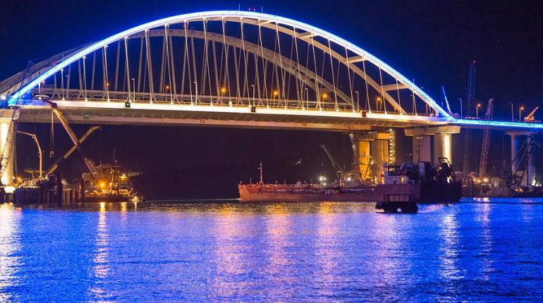 Кубанцы и крымчане ринулись кататься по Крымскому мосту