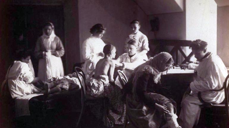 Психиатрическая лечебница и указ о непотребных женщинах: день в истории Петербурга