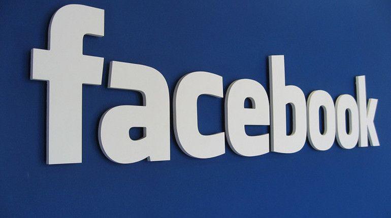 Фейсбук советует пользователям выгрузить всеть свои интимные фото