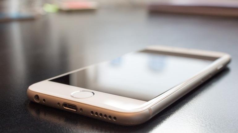 В РФ обрушились цены наiPhoneSE